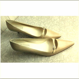 Nordstrom ~ Women's Size 9.5 Cream Leather Pumps ~